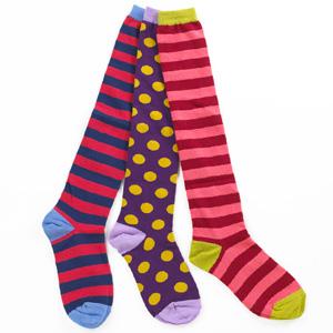 mannen-op-rode-gympen-littlemissmatched-sokken